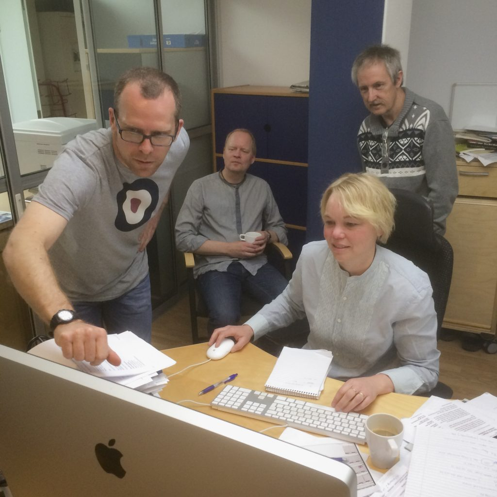 Kevin Gater helping staff of Sydöstran to use Adobe Premiere in the video production workshop